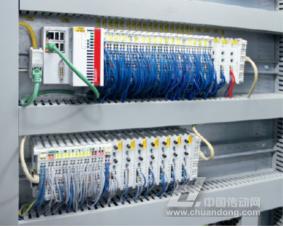 8 个 CX5020 嵌入式控制器用作 ZVE 的楼层控制器