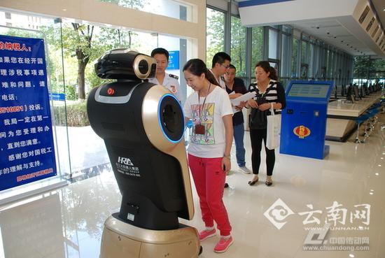 机器人小智为纳税人提供服务