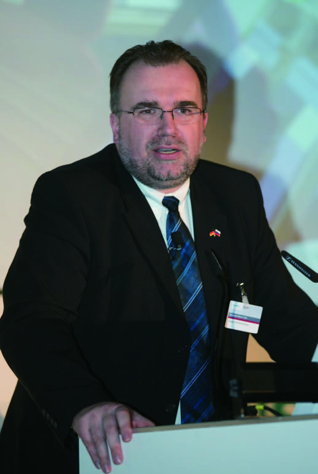 西门子股份公司管理委员会成员兼西门子工业业务领域首席执行官鲁思沃博士