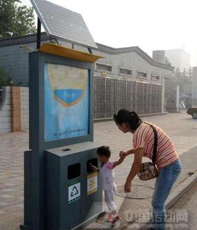 太阳能分类垃圾箱亮相邯郸县街头