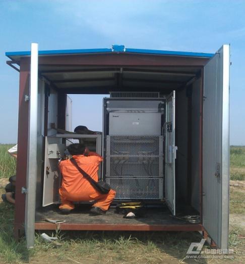 油泵附近配置6kv转1280v的变压器,安装控制柜和接线柜的铁皮房.