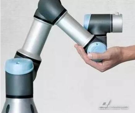 解析传统工业机器人与协作机器人的区别?