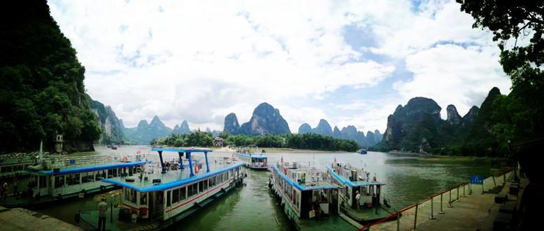 兴坪漓江是世界最美的15条河流之一,也是20元人民币背景图取景的地方.